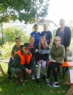 Das Team der Garten AG der Selma-Rosenfeld-Realschule in Eppingen. Besprechung und erste Arbeite ...