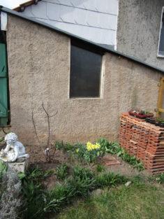 Vorherbild Wandfläche: Hier sollen bald Nistmöglichkeiten für Insekten angeboten werden.