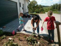 Pflanzaktion – viele Nachbarn im Einsatz