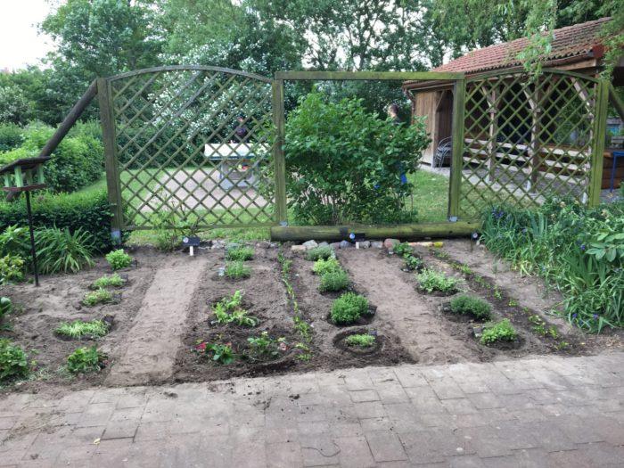 Das Beet ist erstmal fertig, uns fehlt nur ein Gartenzwerg ✌🏼