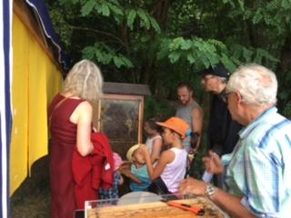 Kinder lernen über Bienen – und was man liebt kann man auch besser Schützen …